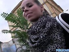 PublicAgent - Seksīgu bruneti ņem naudu par sex