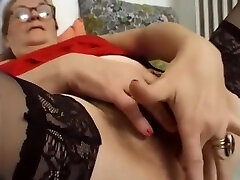 Older fist bbw swinger wife masturbates for the camera - Telsev