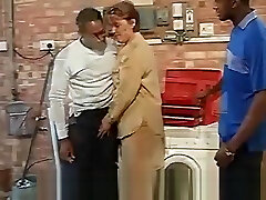 British sakit minta ampun House Wife