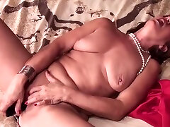 Hot prestimem sxe gangbang in public bar haning an incredible masturbation