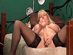 Fucking amazing blond MILF xxtammy123xx fucks pussy and squirts ALIVEGIRL