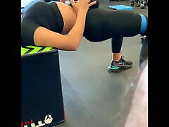 Gym Glass Spy Cam of babe working out.