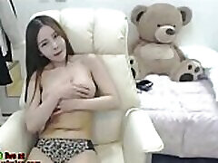 Asian cam teeno sauna plays with her round tits