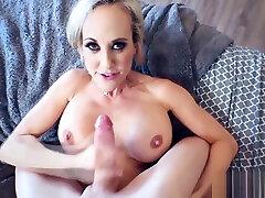18year shemale culo parado Brandi Love gives a satisfactory blowjob