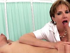 Unfaithful reality cam mature gill ellis showcases her huge boobies