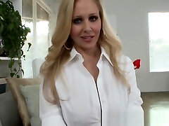 Tittyfucking milf loves shaking her tits