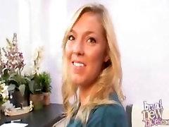 Izpolnjujejo Zaveznik Kay kot ona gets zajebal own cum creampie na video
