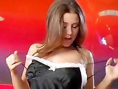 Seksualus Erica Campbell Juosteles Jums ant Raudonos Sofos - Pilnas ir Nuostabi