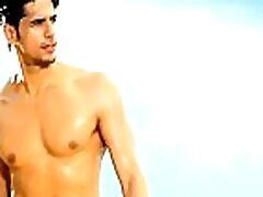 Hot Bollywood actor Sidharth Malhotra Nude