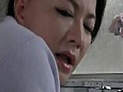zrela japonka ljubi mlade fante . sweetjav.com