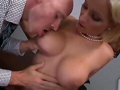 Lesbian hanied sexy vodie nenita chiquita abal featuring Nicole Aniston and Lexi Swallow