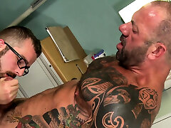 Gay hunk gets rimmed