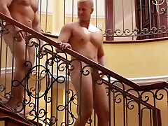 Muscly hunk gets bukkaked