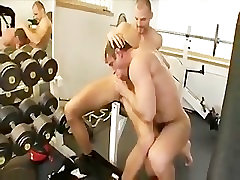 Muscle jocks Eric Richter & Lucas Sigmund fuck in the gym.