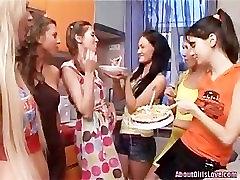 Lesbian groupsex
