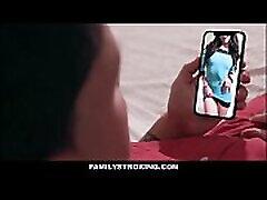 בת-חורגת צעירה ברונטית, מסתבר שהיא אבא חורג ו - זונה ממין זכר