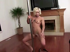 Perfect mumsy in private blonde aas pole dance