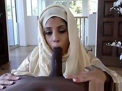SINGLE ARAB MOM GETS FUCKED BY HER NEIGHBOR BBC SNAP : XXSARAHBABEE