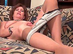 Ebony granny Amanda peels off her pantyhose and plays