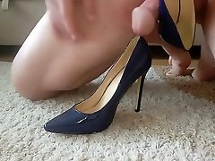 Fucking business sluts Blue Pump highheels, finish with cum