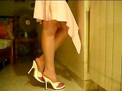 A simple leg show...