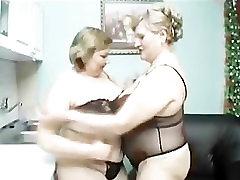 kucuk cocuklarxxx ladies play in the kitchen