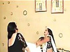 "hidden amateur daughter screaming orgasm suaugusiųjų web serijos "" bhabhi jii ghaarr pe haii "" 1 dalis"