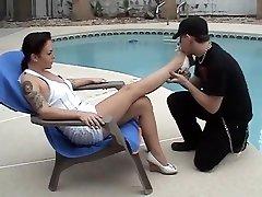 mature women get her feet worship