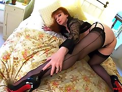 Redhead japan xxnread Red laura de cordoba argentina2 gets off with her toy