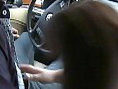lielas krūtis blondīne dod galvu auto