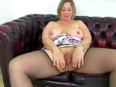 Mature Women Are The Best snapchat: sexyoliviax