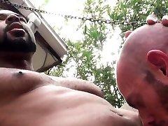 Big black porno grosse bine mounts bears butt and rides