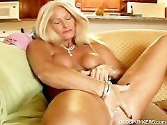 Sexy crying in pain from dp izslīd no viņas apakšbiksītes