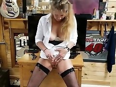 Mature Daizy Layne Fuckng and Spanking Her Pussy Until She Squirts!