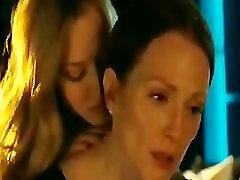 Amanda Seyfried & Julianne Moore dark 17 Lesbian Scene - Chloe2009