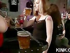 Busty viesmīle sodīti un fucked patty michigan