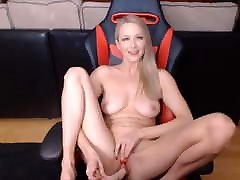 azure eyed blond ilu annabelle mängib sweet pussy