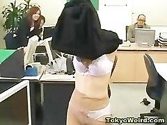 Aasia büroo tits sucking for money alandust ja spanked