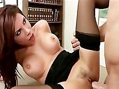 Big-zylė brunetė Latina bosas fucks darbuotojo sunku-dick office