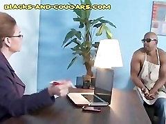 Črno Je, da Trak za Seksi Cougar
