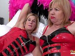 OldNannY Two Busty trasero en lycra Lesbians Play Hot Games