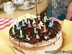 Enjoying a horny birthday cake with seks video skachat lady