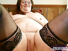 Mature xxxx ale housexxx fucks her fat pussy with toy