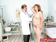 बालों वाली मोटी माँ स्त्रीरोग विशेषज्ञ द्वारा हो जाता है