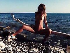 rusinja sasha bikeyeva-nbsp omamlja nudiste pred kamero, seksa in vleče turiste na plaži
