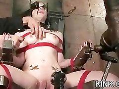 Karšto busty seksuali mergina pakliuvom griežtai vergais!