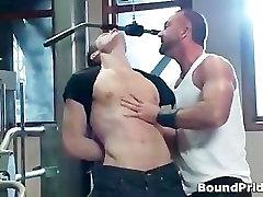 Josh dobi veže in rit udaril gay BDSM part1