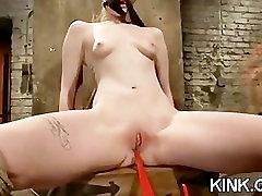 सेक्सी हॉट बेब डबल प्रवेश कर जाता है