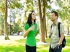 Liesas žvalus-zylė brunetė nuru sleeping massaj Vasaros fucks svetimas parke