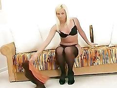 mergina dėvėti liemenėlė, kelnaitės ir kojinės išpardavimas